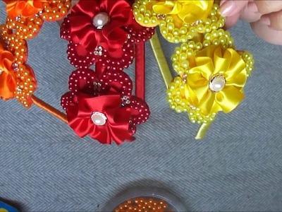 Tiara com flores customizadas com pérolas.