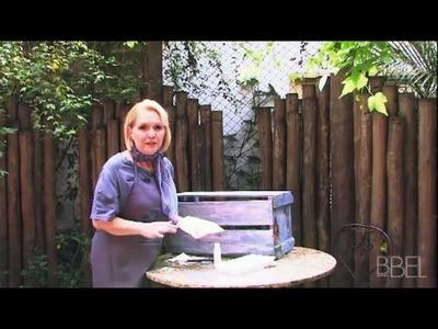 Aprenda a transformar uma caixa de madeira em prateleira