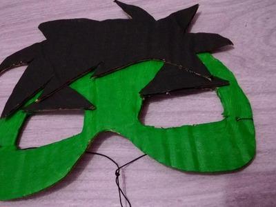 Máscara do Hulk feita de papelão