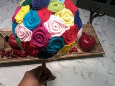 Topiara com rosas de feltro