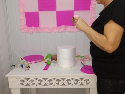 Aula 70 - Como fazer painel e bolo fake. tudo em papel crepom
