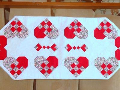 Caminho.trilho de mesa em patchwork Corações - Patchwork Maria Adna - Técnica patchwork nine patch
