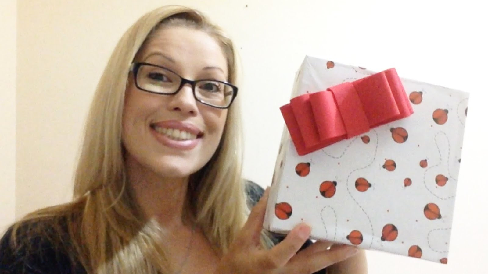 Como Encapar Caixas de Papel para Presentes - DIY Artesanatos