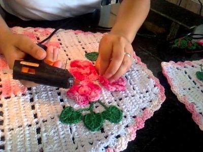 Dicas para aplicar flores em tapete croche.
