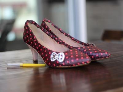 Sapato customizado  com retalhos de tecido .