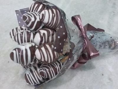 Buquê de morangos banhados no chocolate. Especial dia dos namorados.