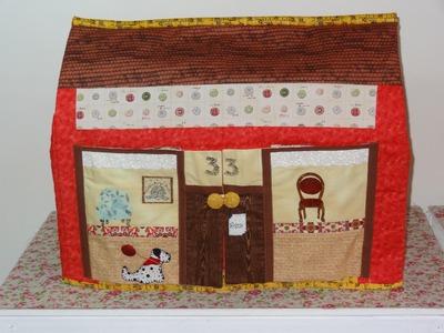 Capa para  máquina de costura em patchwork e apliquê A casinha - Maria Adna Ateliê - Patchwork