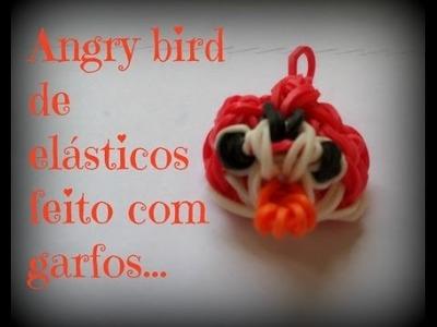 Angry bird de elásticos feitos com garfos. .