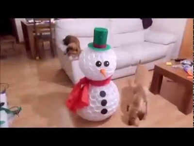Boneco de Neve feito de Copos Plásticos