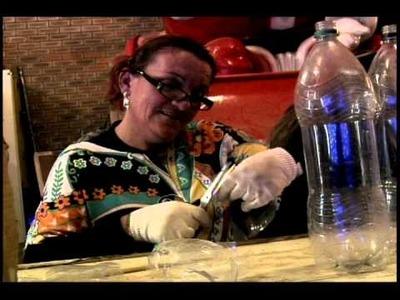 Enfeites de Natal são produzidos com garrafas peti