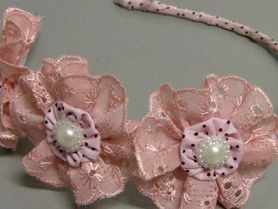 Tiara com tres flores de bicos bordados