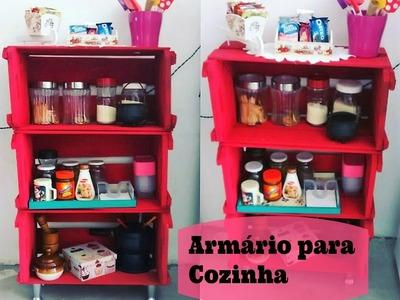 Armário para Cozinha Feito com Caixote de Feira. Por Carla Oliveira