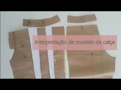 Interpretação de calça: cintura baixa, cós e pregas