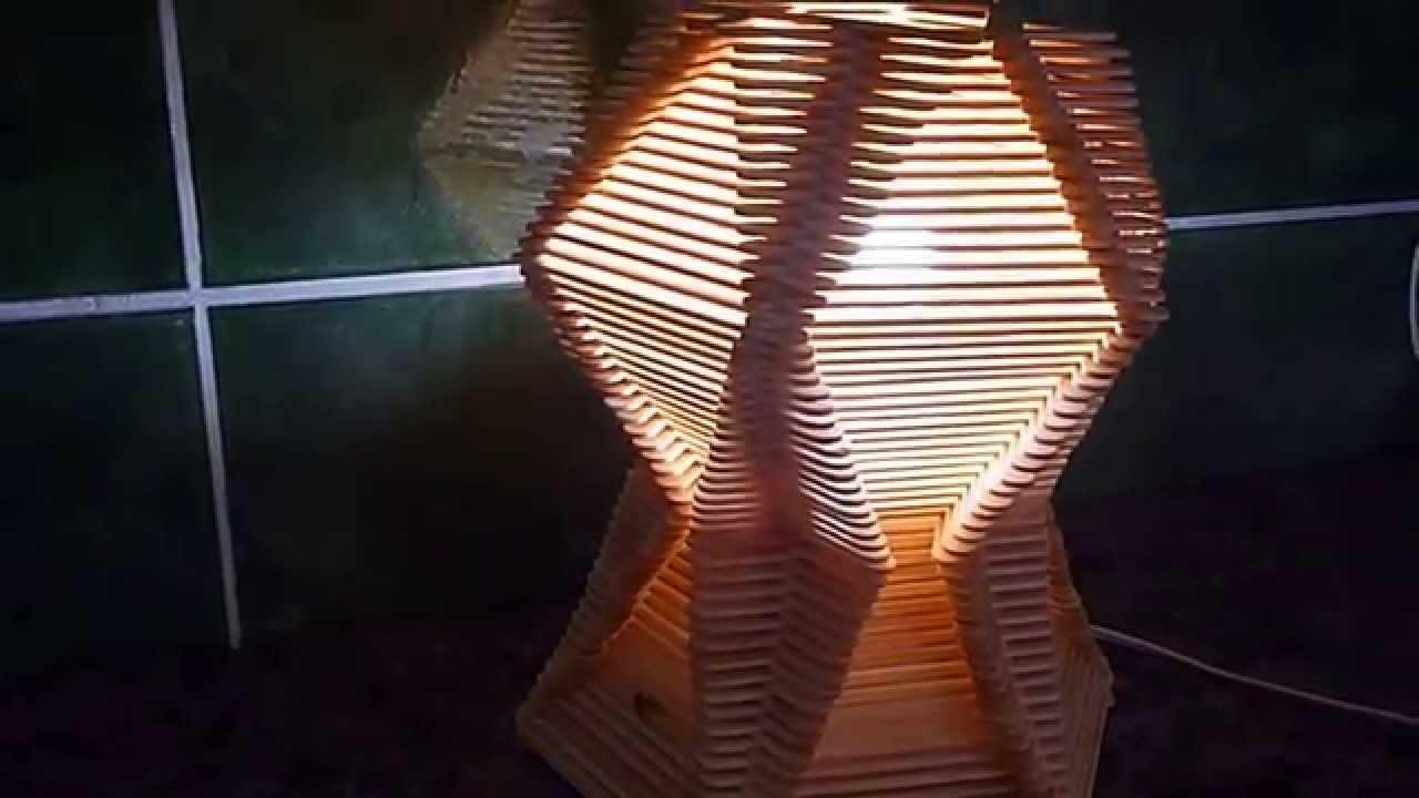 Luminária    feita   com   palitos   de   picolé