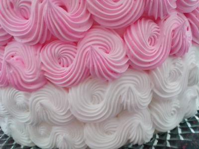 Decoração de bolo com o bico 32 (wilton)