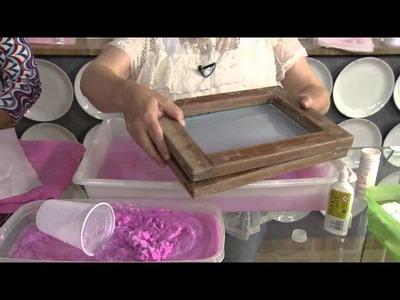 Veja como reciclar cadernos velhos e transformar o papel em um lindo convite!