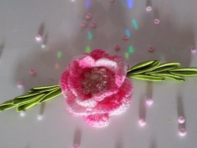 Flor de Crochê Com Folhas de Cetim