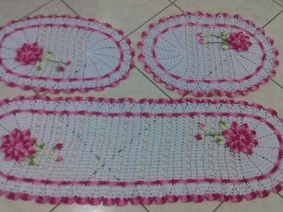 Fotos dos Tapete Oval em Crochê com Aplicação de Flores Finalizados com Cristina Coelho Alves