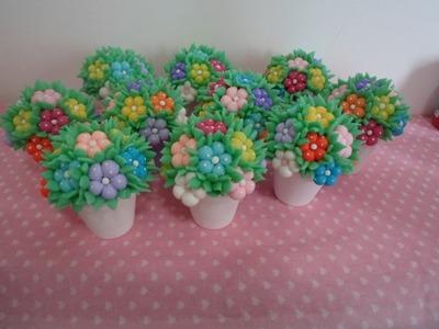 Vasinhos floridos em biscuit