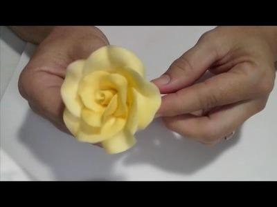 Faça várias #rosas de #biscuit para bolo - modo fácil