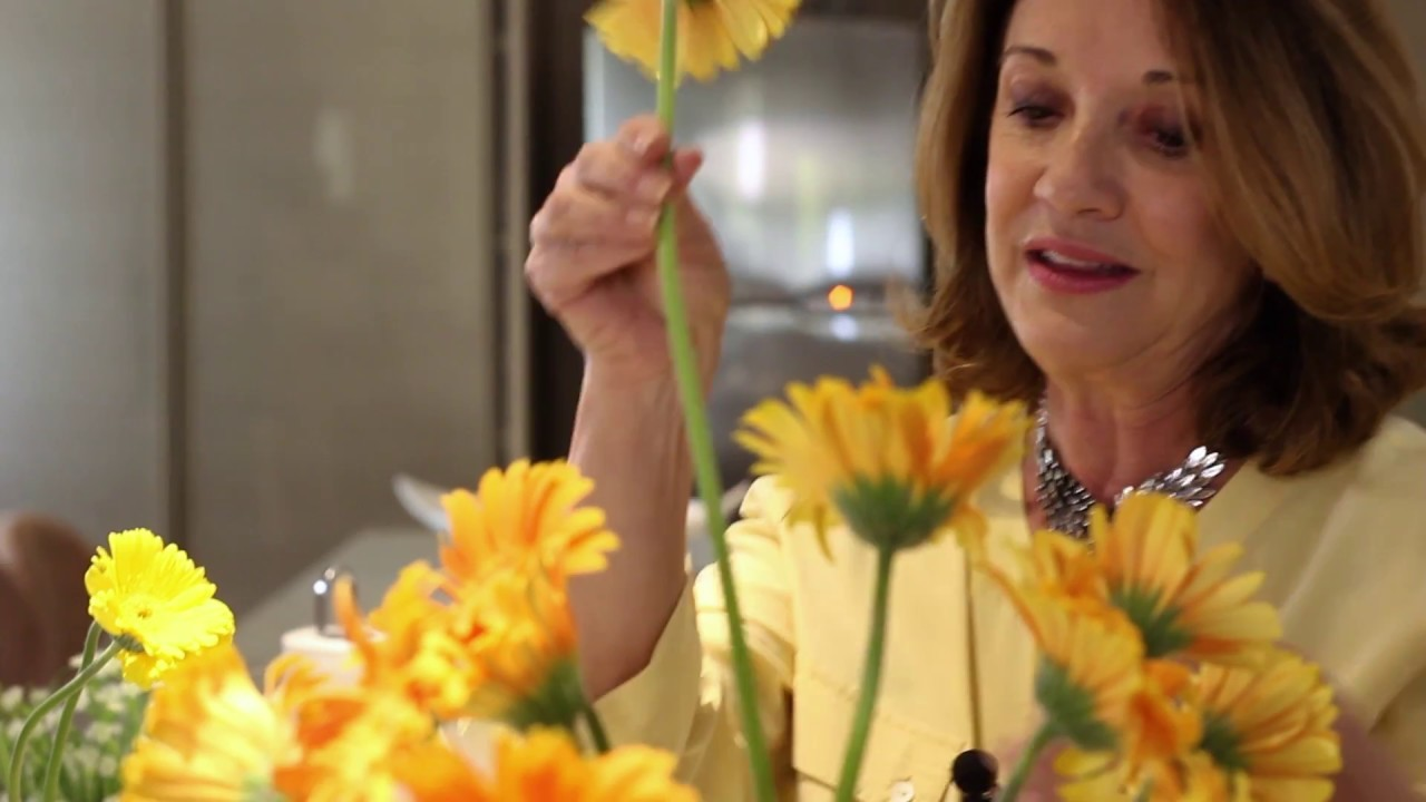 Sueli Rutkowski ensina a manter as flores lindas e frescas por mais tempo