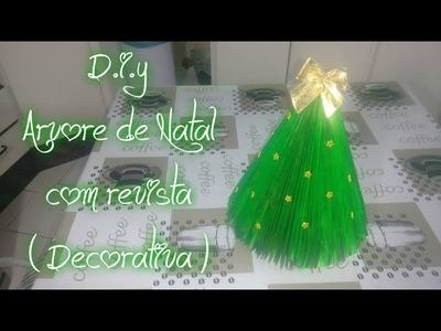 D.I.Y - Árvore de natal com revista
