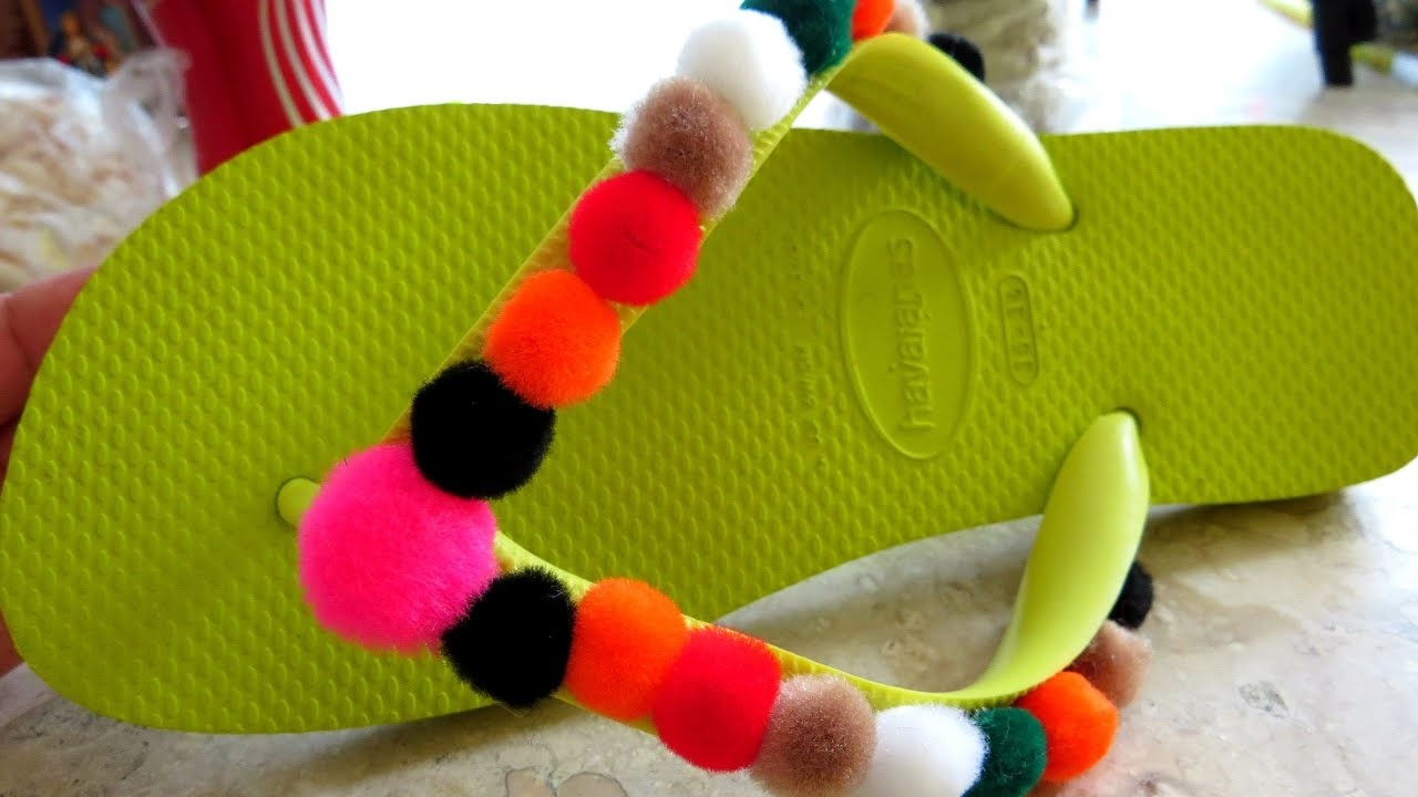 #DIY - CHINELO KIDS DECORADO COM POMPONS !