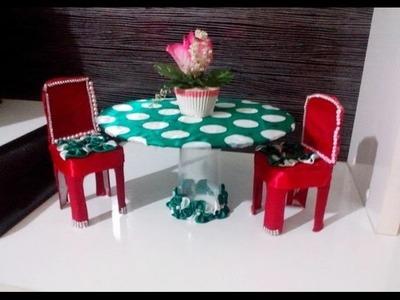 Decoração: Cadeira + mesa com material reciclável