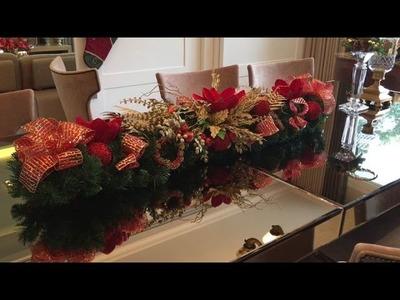 Decoração de Natal. Arranjo para mesa de jantar. Christmas table decoration.