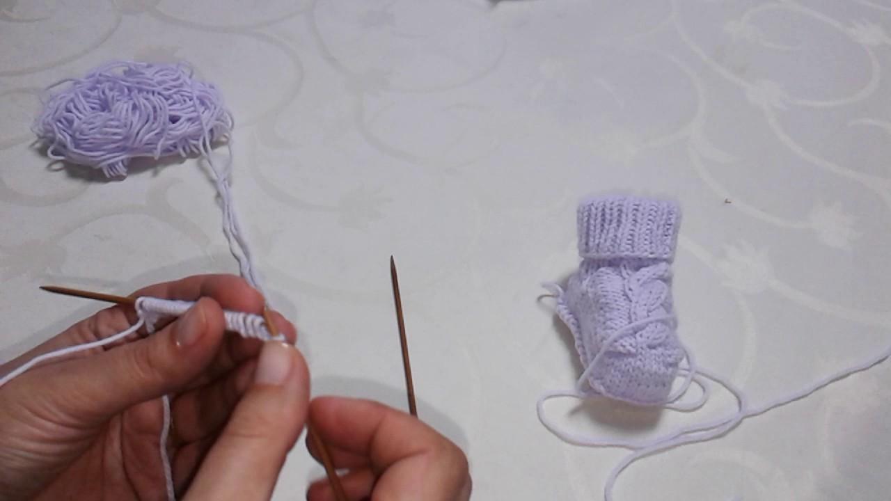 Sapatinhos bebé sem costura. Portuguese knitting, Baby booties seamless.