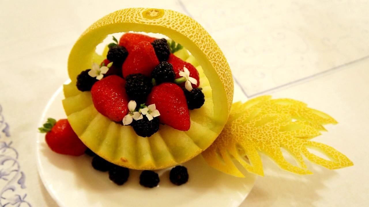 Decoração para Salada - Cestinha de melão. Salad Decoration Melon Basket