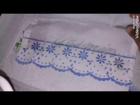 Barrado em toalha de lavabo.
