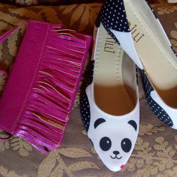 Sapatilha de panda  e bolsinha de couro